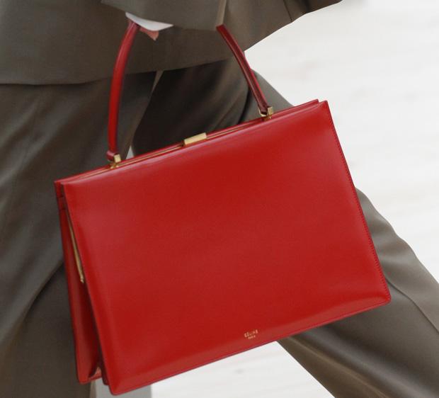 Céline Clasp red